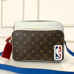 Louis Vuitton NBA Shoulder bag.